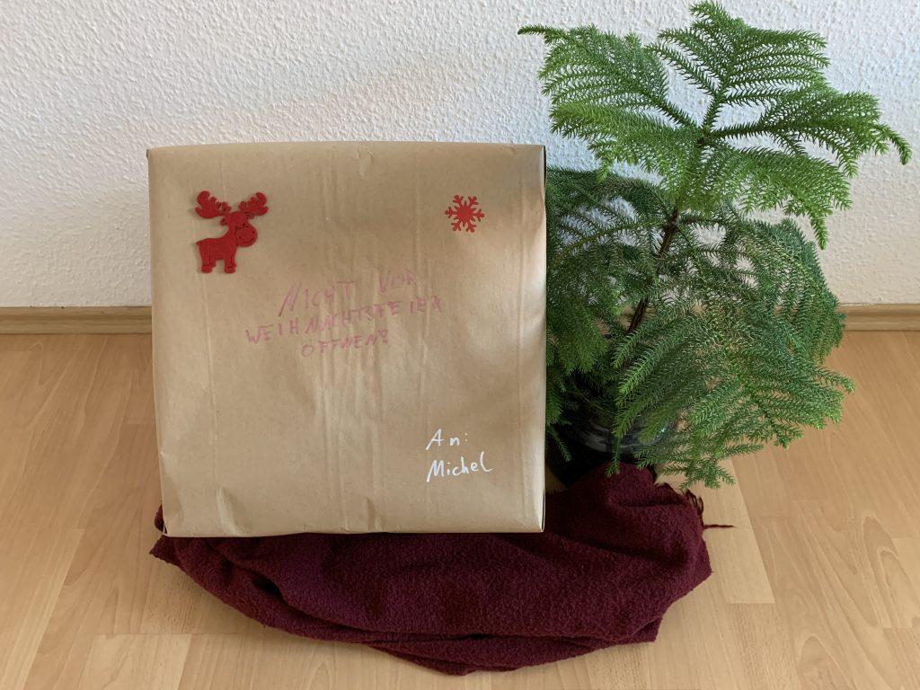 Geschenkbox zur digitalen Weihnachtsfeier